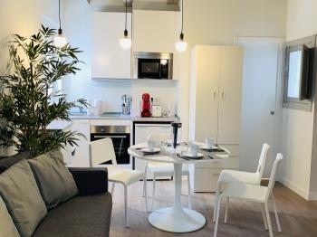 1 BR Apt in great location. Quiet place! Central - Apartamento en Madrid